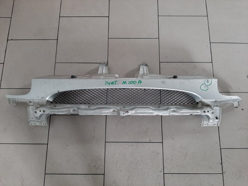 Решетка радиатора Toyota Duet M100A EJDE.EJVE 2000 передняя