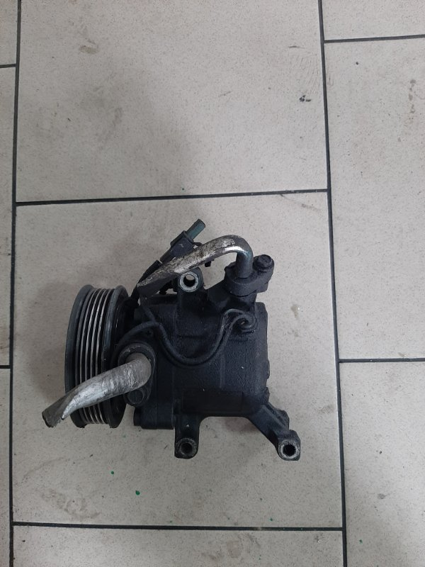 Компрессор кондиционера Toyota Platz SCP11 1SZFE 2000 передний