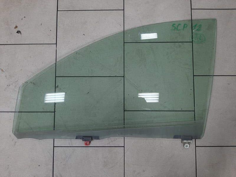 Стекло Toyota Platz SCP11 1SZFE 2000 переднее левое