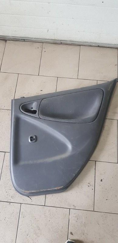 Обшивка двери Toyota Platz SCP12 1SZFE 2000 задняя правая