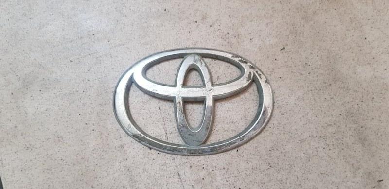 Эмблема Toyota Vitz SCP10 1SZFE 2000 передняя