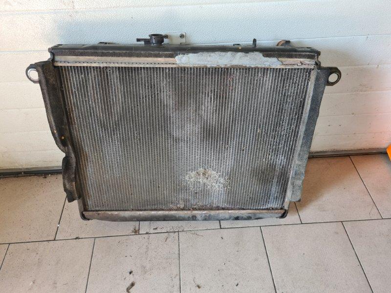 Радиатор охлаждения двигателя Toyota Land Cruiser 100 UZJ100 2UZFE 1998