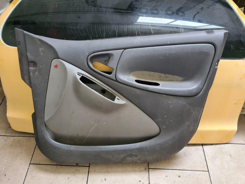 Обшивка двери Toyota Vitz SCP10 1SZFE 2000 передняя правая