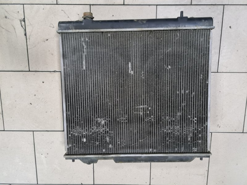 Радиатор охлаждения двигателя Mitsubishi Delica PD6W 6G72 2002 передний