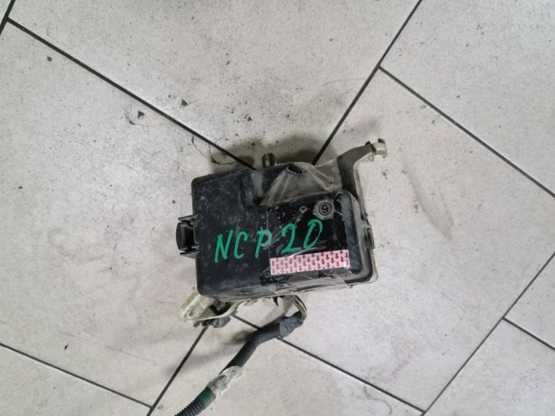 Блок предохранителей Toyota Funcargo NCP21 1NZFE 2000 передний