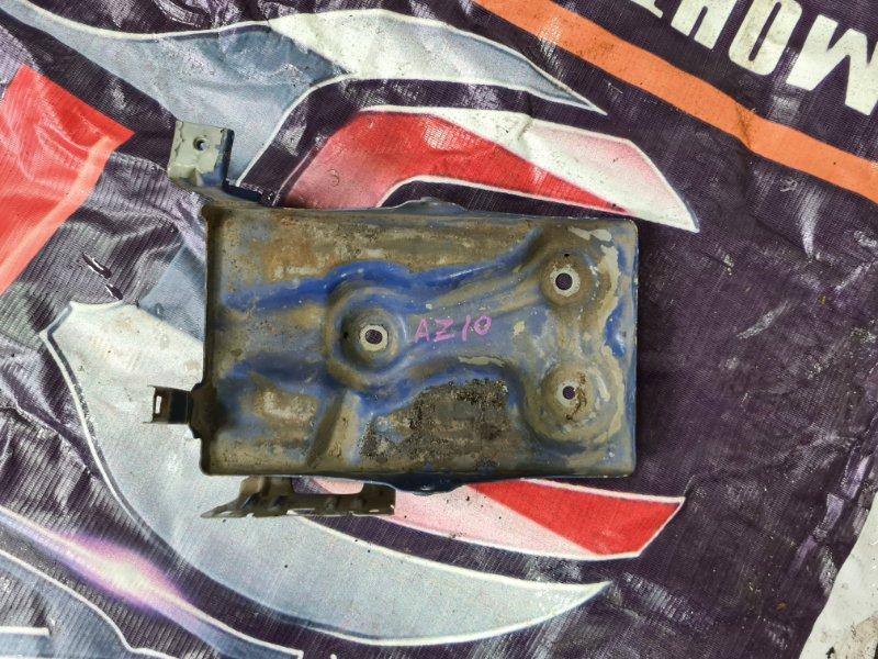 Подставка под аккумулятор Nissan Cube AZ10 CGA3 2001 передняя