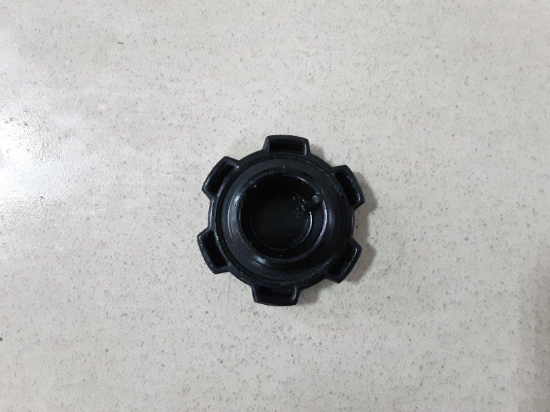 Пробка маслозаливной горловины Toyota Vitz SCP10 1SZFE 2000 передняя