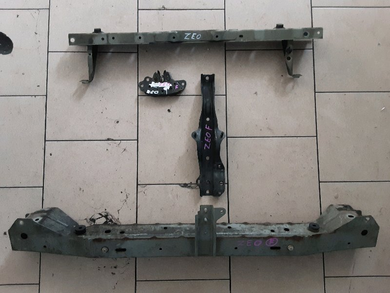 Рамка радиатора Nissan Leaf ZEO EM61 2011 передняя
