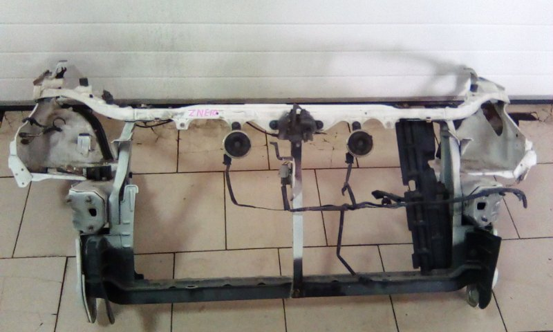 Рамка радиатора Toyota Wish ZNE10 1ZZFE 2003 передняя