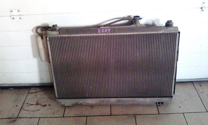 Радиатор охлаждения двигателя Toyota Voxy AZR60 1AZ 2001 передний