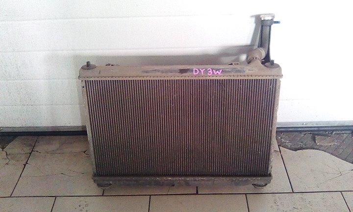 Радиатор охлаждения двигателя Mazda Demio DY3W ZY 2002 передний