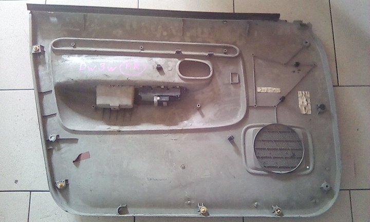 Обшивка двери Mazda Demio DW3W B3 2000 передняя правая