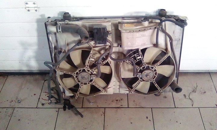 Радиатор охлаждения двигателя Toyota Alphard ANH15 2AZ 2002 передний
