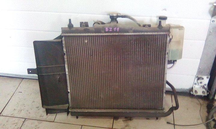 Радиатор охлаждения двигателя Nissan Cube BZ11 CR14DE 2002 передний