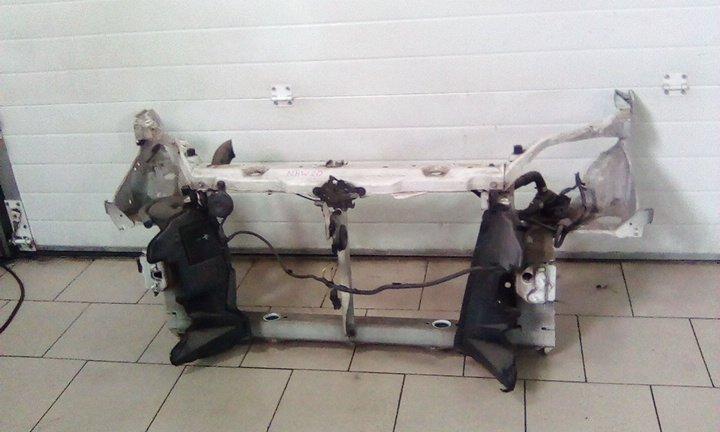 Рамка радиатора Toyota Prius NHW20 1NZFXE 2003 передняя