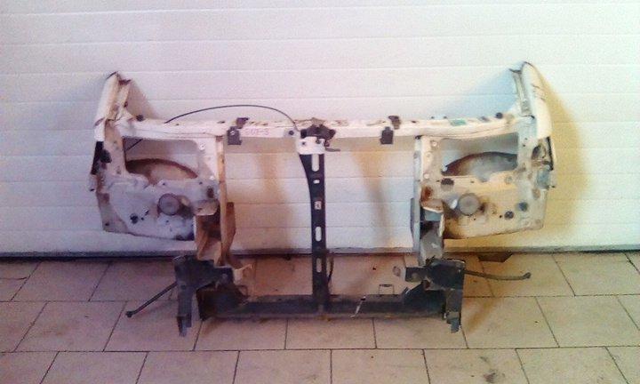 Рамка радиатора Mazda Bongo Friendee SGE3 FEE 2001 передняя
