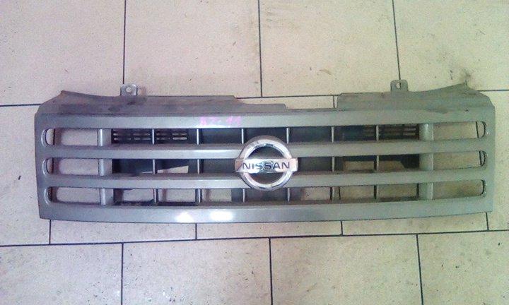 Решетка радиатора Nissan Cube BZ11 CR14DE 2002 передняя