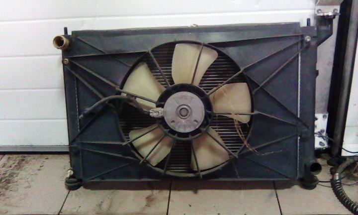Радиатор охлаждения двигателя Toyota Caldina ZZT241 1ZZFE 2003 передний