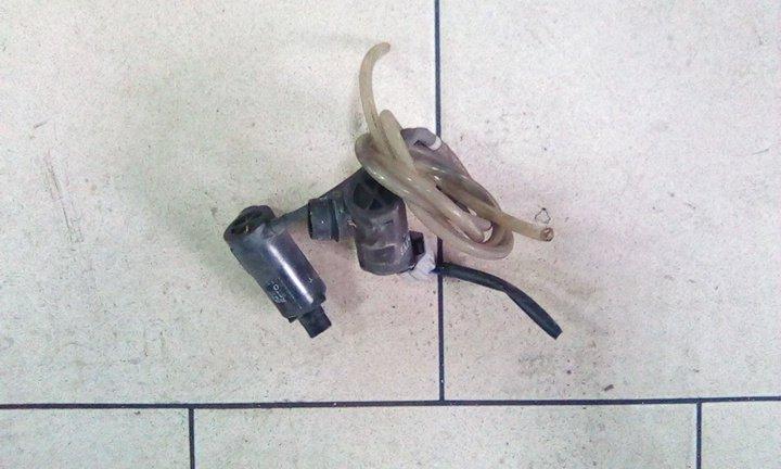 Насос бочка омывателя Toyota Caldina ZZT241 1ZZFE 2003 передний