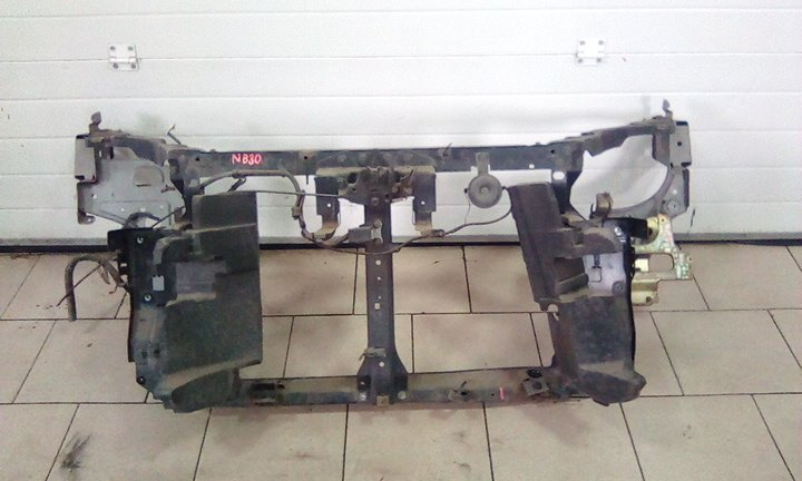 Рамка радиатора Nissan Lafesta NB30 MR20DE 2004 передняя
