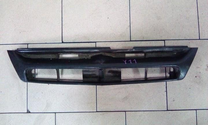 Решетка радиатора Nissan Ad VY11 QG15DE передняя