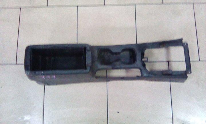 Консоль между сидений Nissan Ad VY11 QG15DE передний