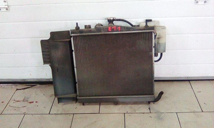 Радиатор охлаждения двигателя Nissan Note E11 HR15DE 2005 передний