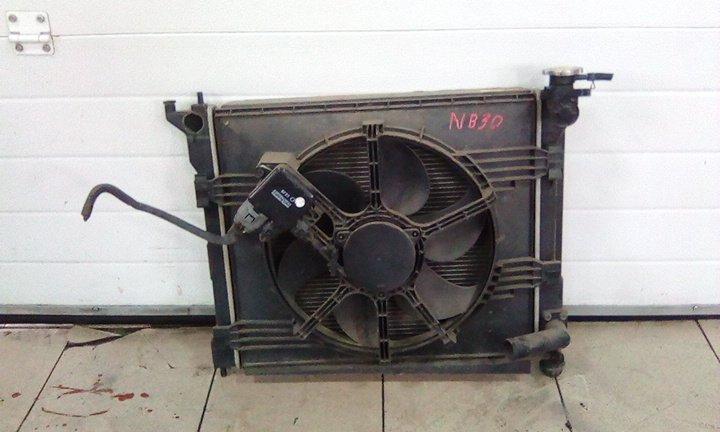 Радиатор охлаждения двигателя Nissan Lafesta NB30 MR20DE 2004 передний