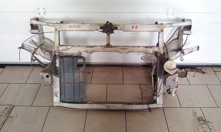 Рамка радиатора Toyota Bb NCP30 2NZFE 2000 передняя