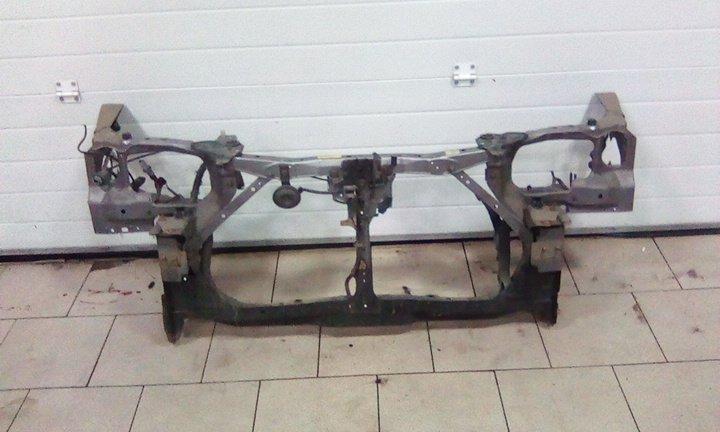 Рамка радиатора Nissan Wingroad Y11 QG15DE 1998 передняя