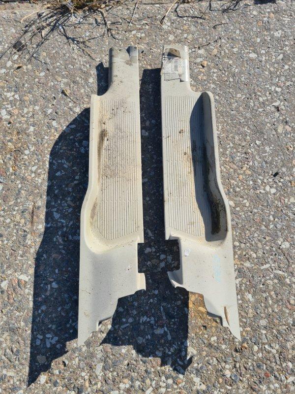 Накладка на порог Toyota Isis ZNM10 1ZZFE 2004 задняя нижняя