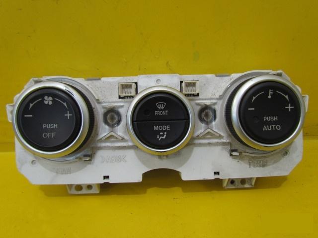 Блок управления климат-контролем Mazda 6 GG 2002 правый