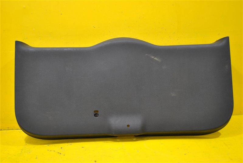 Обшивка крышки багажника Skoda Yeti 2010 задняя