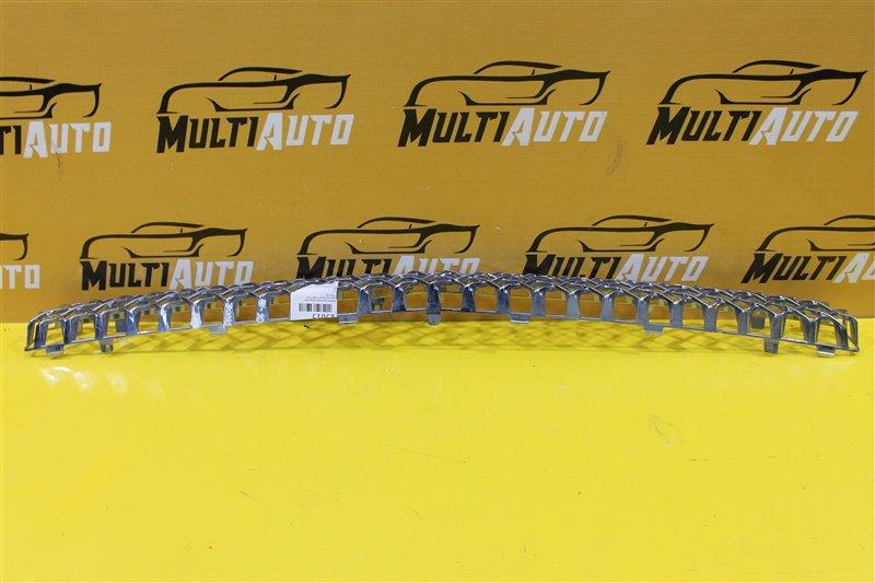 Решетка радиатора Chevrolet Tahoe 3 2006 передняя верхняя