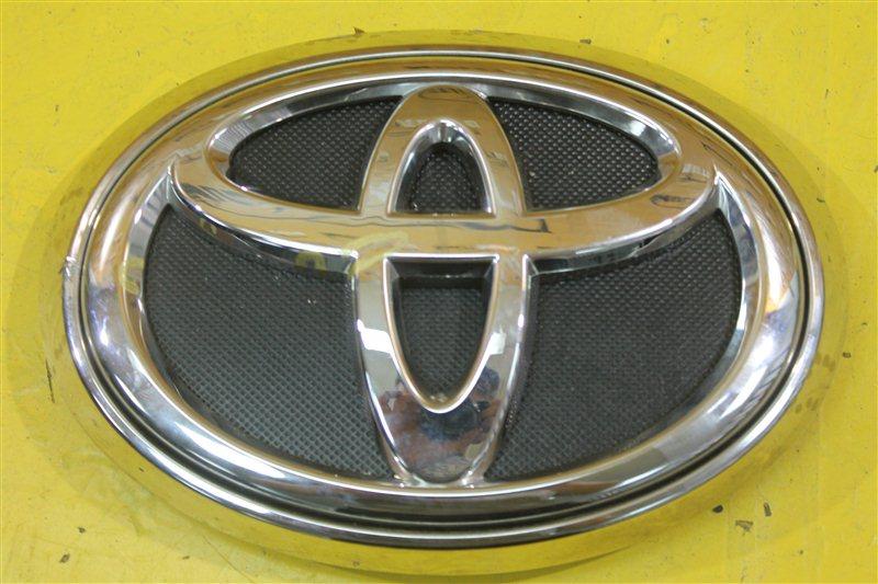 Эмблема решетки радиатора Toyota Fortuner 2 AN160 2015 передняя