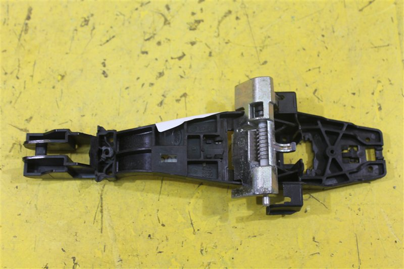 Кронштейн ручки двери Land Rover Discovery 3 2004 передний правый