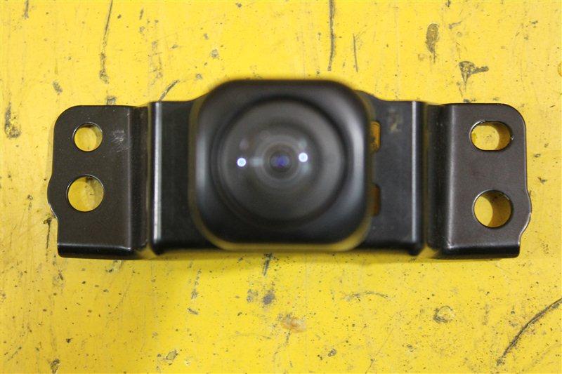 Камера в решетку радиатора Toyota Land Cruiser 200 2015 передняя
