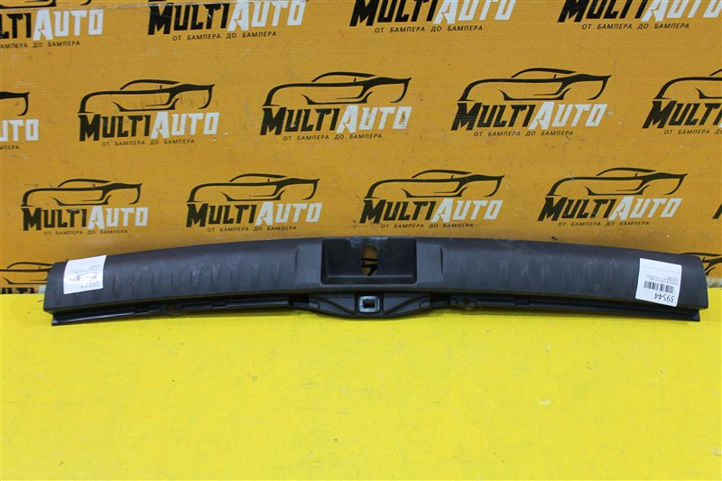 Накладка замка багажника Toyota Highlander 2 XU50 2010 задняя