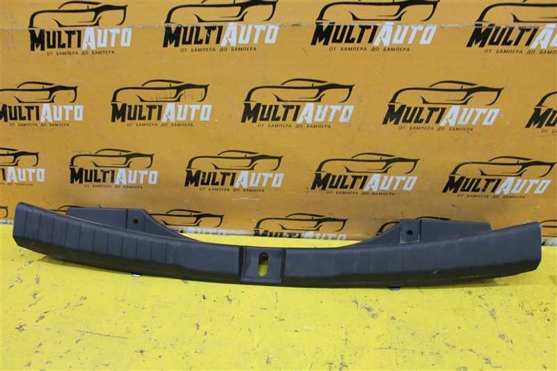Накладка замка багажника Honda Cr-V 4 2012