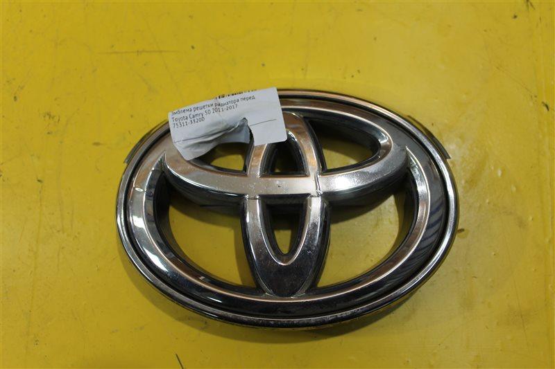 Эмблема решетки радиатора Toyota Camry 55 2014 передняя