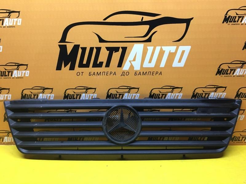 Решетка радиатора Mercedes Vario W670