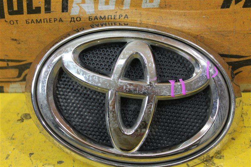 Эмблема решетки радиатора Toyota Hilux 8 2015