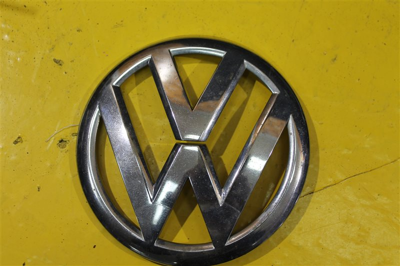 Эмблема решетки радиатора Volkswagen Golf 6 2008 передняя