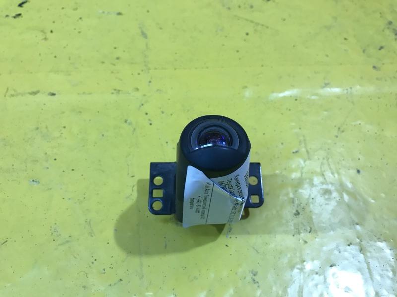Камера в решетку радиатора Toyota Land Cruiser Prado 150 2013