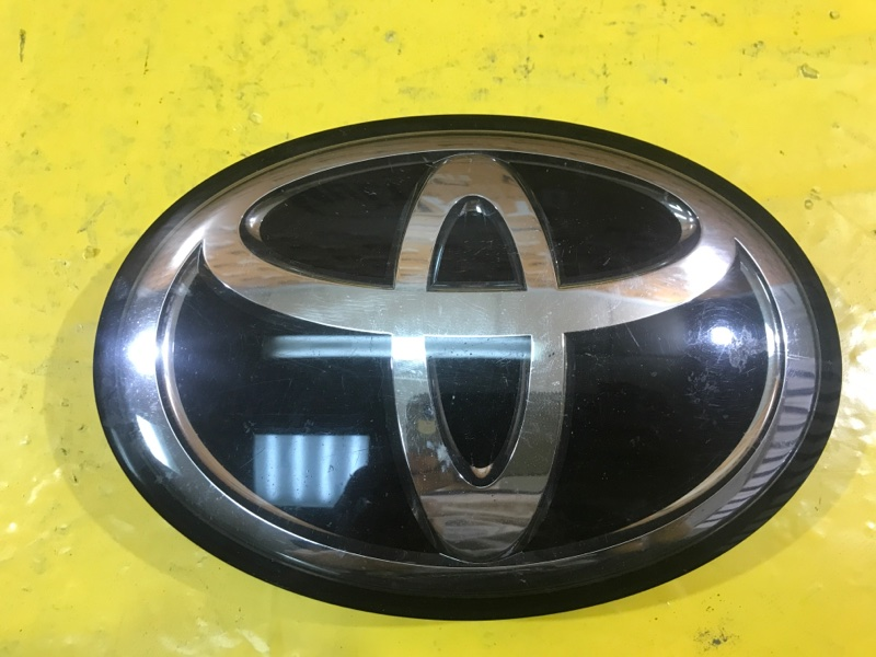 Эмблема решетки радиатора Toyota Land Cruiser 200 2015
