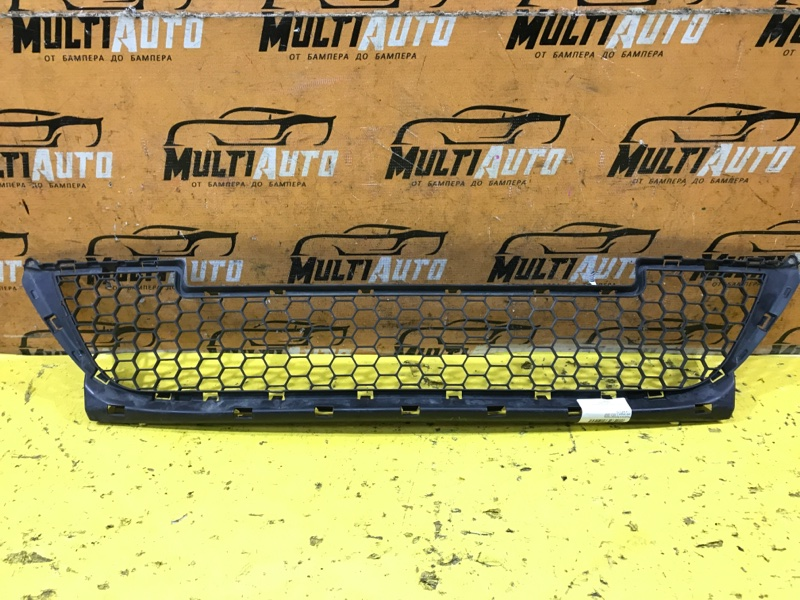 Решетка в бампер Lada Largus 1 2012 передняя