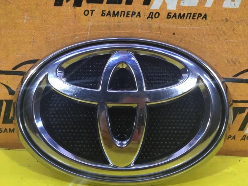 Эмблема Toyota Hilux 8 2015