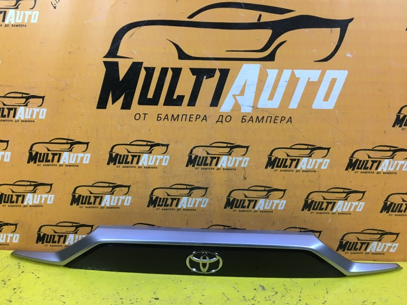 Накладка крышки багажника Toyota Rav4 XA50 2018