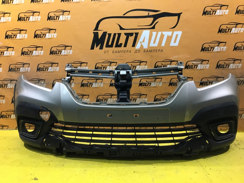 Бампер Renault Sandero 2 STEPWAY 2018 передний