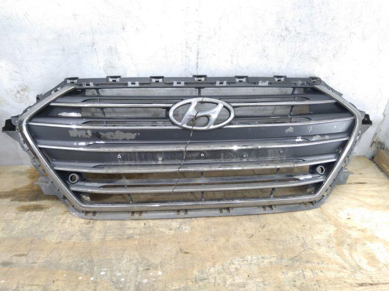 Решетка радиатора Hyundai Elantra `6 AD 2015